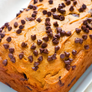 gluten-free chocolate chip pumpkin bread | www.grainchanger.com