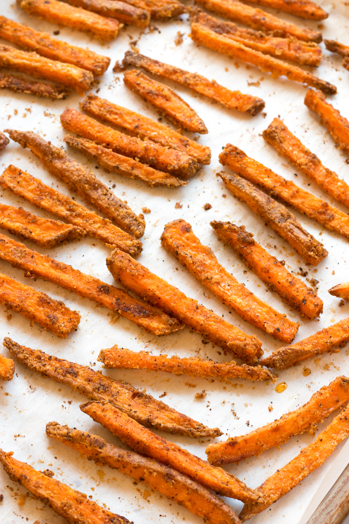Spicy Baked Sweet Potato Fries | www.grainchanger.com