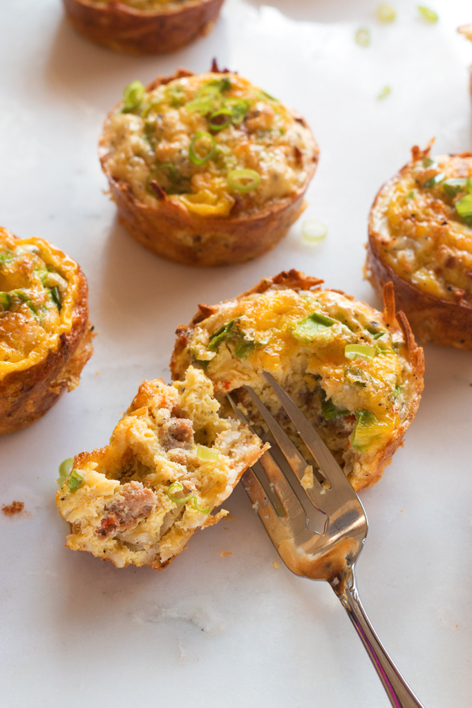 Hash Brown Sausage Egg Cups - a delicious gluten-free grab-and-go breakfast! | www.grainchanger.com