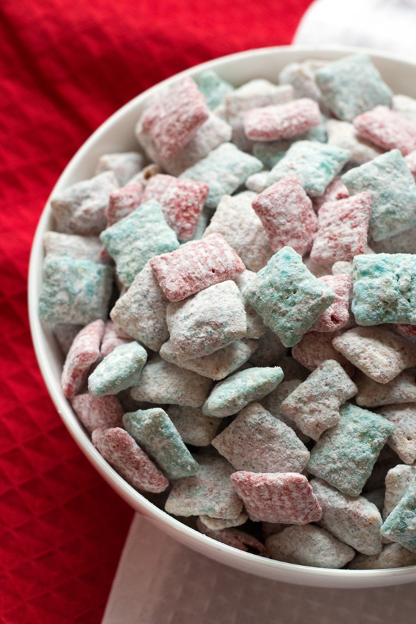 Patriotic Puppy Chow - the perfect red, white, and blue dessert! | www.grainchanger.com