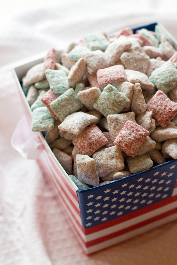 Patriotic Cake Batter Puppy Chow - gluten-free and PERFECT for your memorial day or 4th of July picnic! | www.grainchanger.com