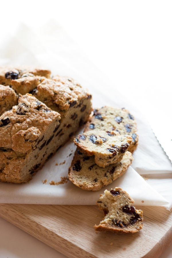 Gluten-Free Irish Soda Bread. Quick, easy, and so delicious! | grainchanger.com