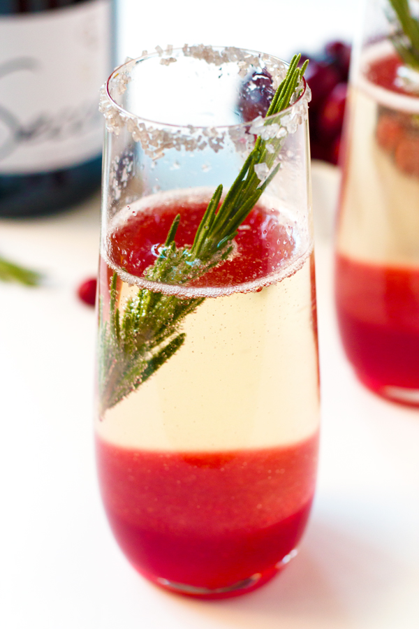 Jolly Holly Cocktail - the perfect Christmas Party cocktail! | www.grainchanger.com