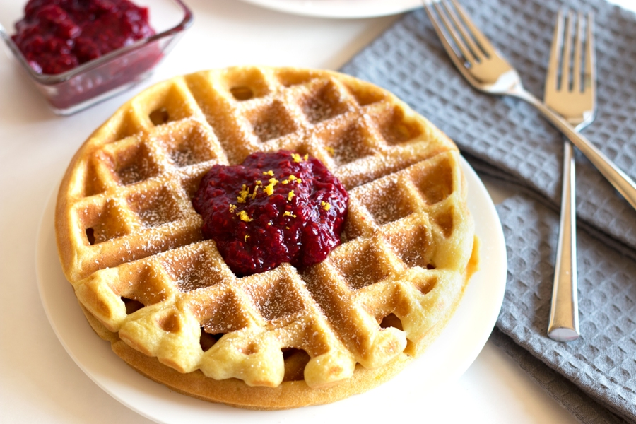 What better way to pamper mom than with Gluten-free buttermilk waffles with raspberry compote this Mother's Day? | www.grainchanger.com