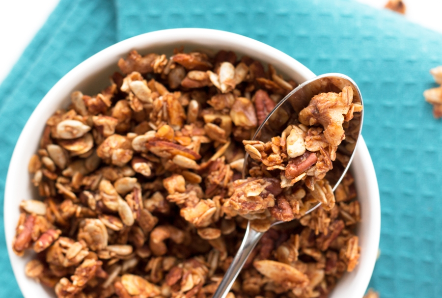 Gluten-free and nut-packed, this Cinnamon Nut Granola is DIVINE! | www.grainchanger.com