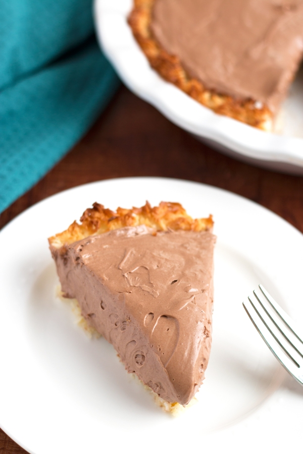 Gluten-Free Nutella Macaroon Pie - silky smooth filling on a crunch coconut crust |www.grainchanger.com
