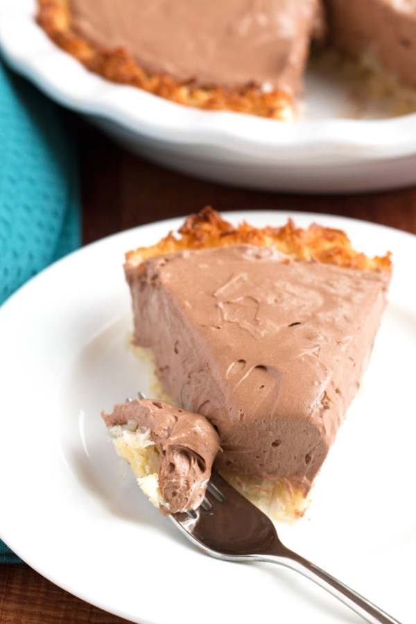 Gluten-Free Nutella Macaroon Pie - silky smooth filling with a crunchy coconut crust. Can't be beat! | www.grainchanger.com