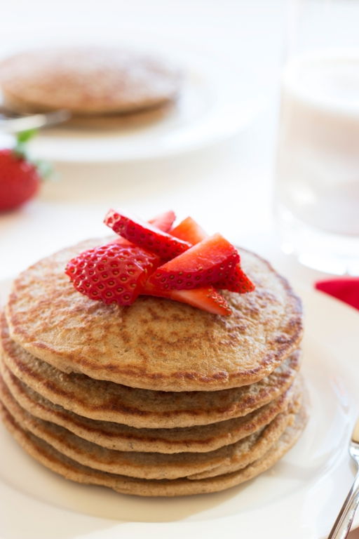 Gluten-Free Overnight Oat Pancakes - quick & easy melt-in-your-mouth pancakes | grainchanger.com