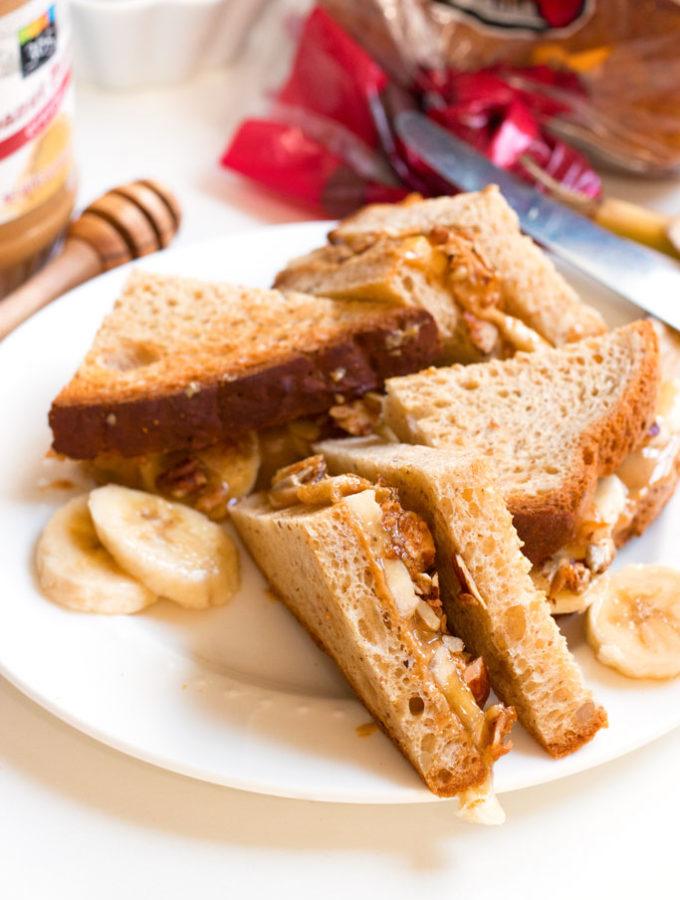 Best Ever Gluten-Free Peanut Butter Banana & Granola Sandwich | www.grainchanger.com