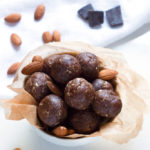 Grain-Free Chocolate Energy Bites | www.grainchanger.com