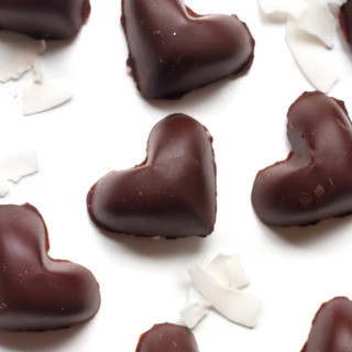 Dairy-Free Dark Chocolate Coconut Truffles | www.grainchanger.com