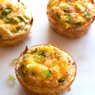 Hash Brown Sausage Egg Cups - an easy grab-and-go gluten-free breakfast! | www.grainchanger.com